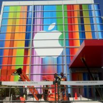 Solo ieri vi avevamo mostrato le insegne che gli addetti ai lavori di Apple stavano sistemando all'interno dello Yerba Buena Center di San Francisco, il luogo in cui il 12 Settembre si terrà il Keynote di Apple, e a poche […]