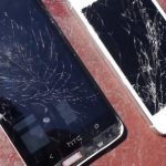 HTC One vs iPhone 5: il drop test [VIDEO]