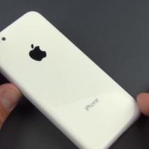 Michael Kukielka è riuscito a realizzare il primo video in alta definizione della scocca posteriore del presunto iPhone economico che Apple dovrebbe presentare a Settembre insieme all'iPhone 5S. Nel video viene confrontato l'iPhone low-cost con gli iPhone 3GS, 4S, 5 […]