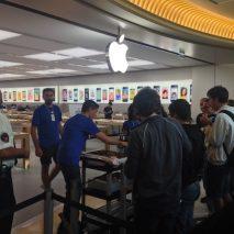 Breve articolo per comunicarvi che ha aperto ufficialmente i battenti da poche ore l'Apple Store Euroma2 situato nella zona Eur a Roma. Si tratta del terzo Apple Store della capitale, il quattordicesimo aperto in Italia.