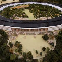 A Cupertino continuano costantemente i lavori per la costruzione del Campus 2 di Apple, che sarà la nuova sede principale della mela morsicata, prendendo il posto di quella attuale situata sempre a Cupertino. Questa nuova struttura avrà una forma molto […]