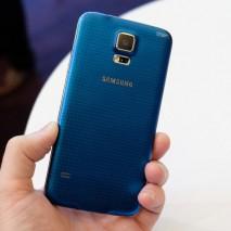 I ragazzi di Telefonino.net hanno realizzato un interessante video che mostra, direttamente dal Mobile World Congress 2014 di Barcellona, il nuovo Samsung Galaxy S5 in funzione. Nel video viene mostrata la nuova interfaccia grafica leggermente modificata rispetto alla precedente, il […]