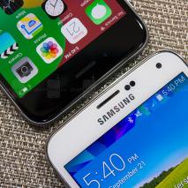 """Tutti sanno cha tra Apple e Samsung non scorre buon sangue, le due aziende sono spesso in lotta tra loro a suon di cause legali, spot pubblicitari e multe milionarie. Da quando è cominciata questa """"guerra fredda"""" tra i due […]"""