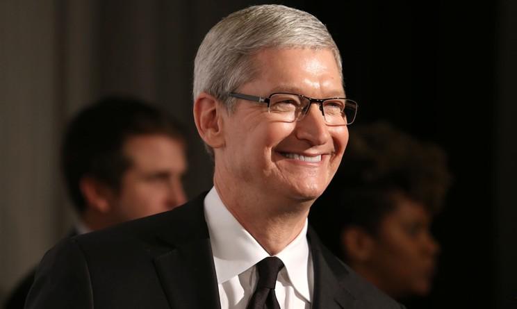 Tim Cook in Italia: il CEO di Apple incontra Matteo Renzi e Papa Francesco [VIDEO]