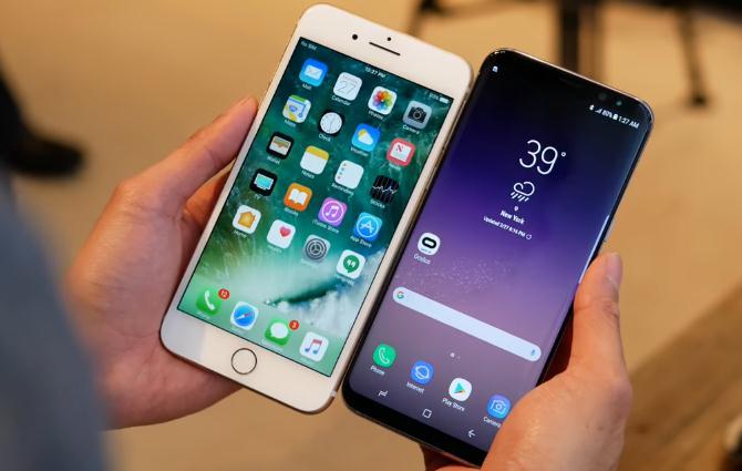 Galaxy S8 contro iPhone 7: sfida tra gli smartphone di Samsung e Apple [VIDEO]